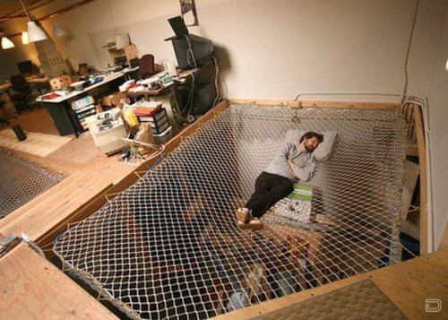 gregmelander:  HAMMOCK Why not have a hammock bed like this in your loft!  via twokinds-ofhappiness
