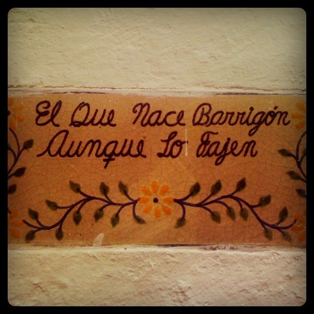 "arsenalvisual:  ""el que nace barrigón aunque lo fajen"" (Taken with instagram)"