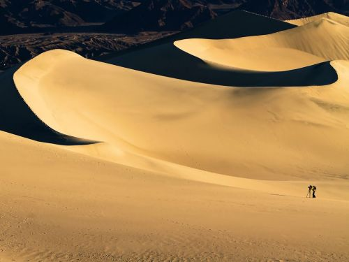 nationalgeographicmagazine:  Death Valley National Park Photograph by William Lee, My ShotIn the early morning of January 22, 2011, a photographer was shooting pictures in Death Valley National Park.  Download Wallpaper (1600 x 1200 pixels)