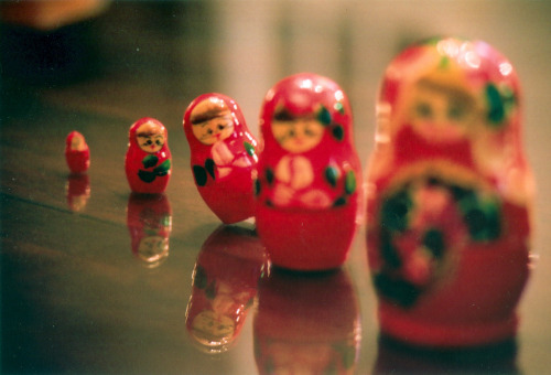Russian dolls, f/4.0. DOF assignment.