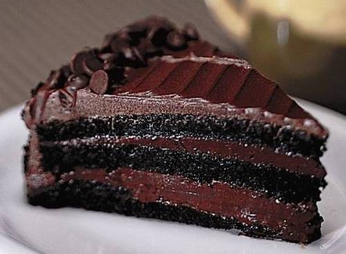 foodiemaniacparadise:  Dead by Chocolate cake