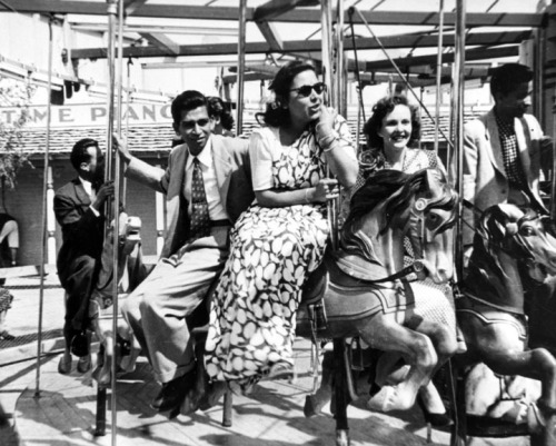 Minoo Netervala, on far right, rides a carousel with friends, 1952. The women are from the University of California Los Angeles, and the men are from the University of Southern California. The female student wearing the sari would have been rare in this period since most students from India were men. On July 2, 1946, partly due to the assistance India provided to the Allied Forces in World War II, Congress passed the Luce-Celler Bill. This removed restrictions on Asian Indian immigration and gave India an annual immigration quota of one hundred. Asian Indian immigrants now had naturalization rights. Asian Indian men who had not seen their wives and children in over thirty years were now able to send for their families and build a new life in the United States.
