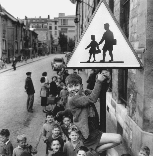 "© Robert Doisneau, 1956, 'Les écoliers de la rue Damesme', Paris ""The marvels of daily life are so exciting; no movie director can arrange the unexpected that you find in the street."" (Robert Doisneau) » find more of Magnum Photos here «"