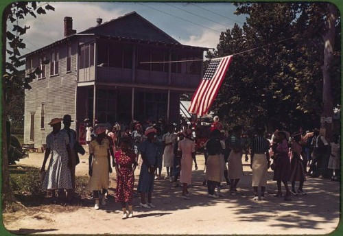 Captured: America in Color from 1939-1943  These images, by photographers of the Farm Security  Administration/Office of War Information, are some of the only color  photographs taken of the effects of the Depression on America's rural  and small town populations. The photographs and captions are the  property of the Library of Congress and were included in a 2006 exhibit  Bound for Glory: America in Color.  How hard times become beautiful… Such great emotions were captured in these images.