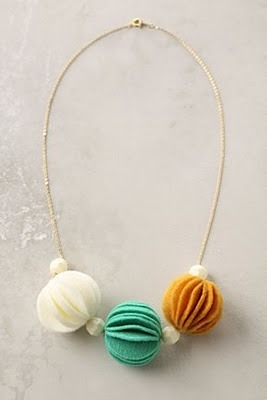 homemadecrap:  DIY Anthro-Necklace via Copy-Craft LOVE this blog, btw…