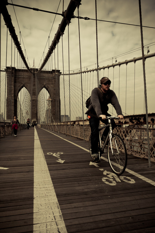 Bicicleta en el puente de Brooklyn / Bike on Brooklyn bridge. New York City. USA.