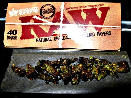 Variety Joint Some diff leftovers of joints makes a flavorsome single joint on a Friday night ;)