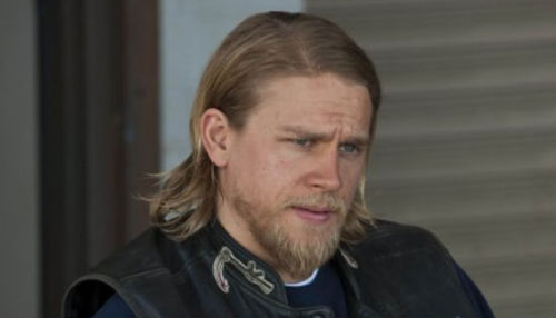 Charlie Hunnam To Star in Guillermo Del Toro's 'Pacific Rim'   Guillermo Del Toro has his leading man for the upcoming monster vs. robot movie Pacific Rim. … According to the Hollywood Reporter piece, Pacific Rim – which was written by Travis Beacham – is influenced by mecha, a sci-fi and animation sub-genre which features humans piloting giant robots. Some more famous examples are Gundam and Evangelion. Hunnam's role, the lead of the movie, is rumored to be of a pilot of one of the mechs forced to climb back into one because of the impending doom. (via /Film)