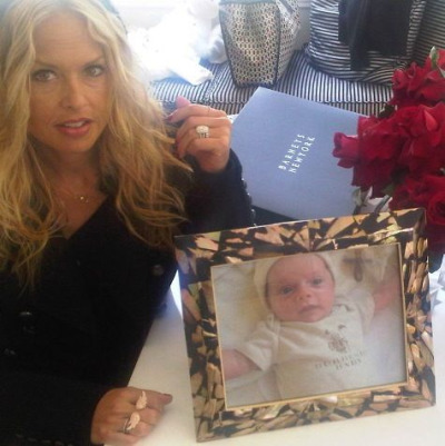 "@Rzrachelzoe sent out this twitpic on Mother's Day showing off a picture of her son, Skyler Morrison, and her 10-carat Neil Lane cushion cut diamond ring that she got as a ""push present"".  Wait…I'm sorry. What??? Wtf is a push present?! #shitrichpeopledo  @InsomniacBelle"