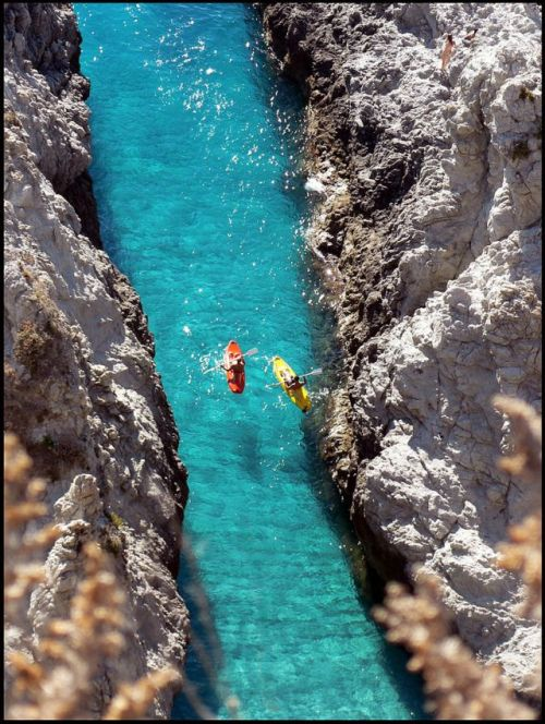 sunsurfer:  Narrow Passage, Capo Vaticano, Calabria, Italy  photo By zio.paperino