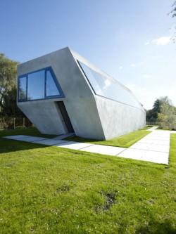 homedesigning:  More pictures of this awesome unconventional home here.