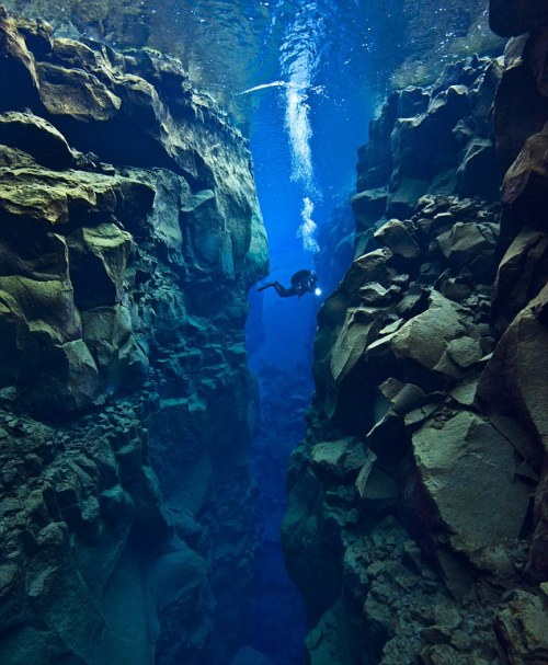 10knotes:  tangerinequeen-: Tectonic Plate Gap Between Europe and America