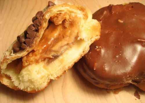 homeandhearth:  Chocolate-Covered Donuts Stuffed with Peanut Butter  (via lovelylovelyfood)