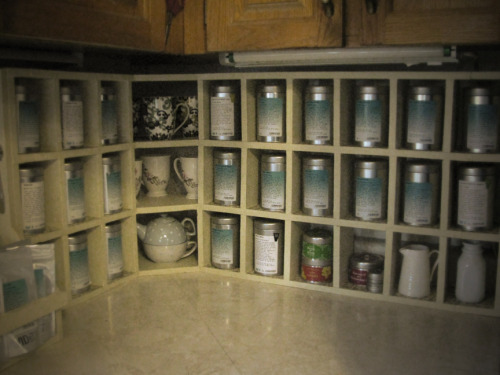 oh yeah! so i made this tea storage cabinet for my mum (fully stocked with nothing but Davids, of course). i set this up on mother's day eve, so she'd be surprised when she woke up. it worked.