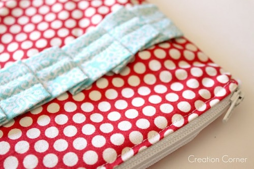 Love this pleated zippered pouch by {Creation Corner}