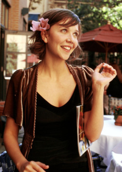samcnitt:  People Who Studied Abroad #78:Maggie Gyllenhaal, actor From: United States Studied: Briefly studied at the Royal Academy of Dramatic Arts in London, United Kingdom.