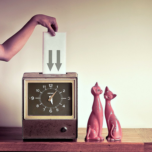 Cuba Gallery: Retro time clock cat by ►CubaGallery on Flickr.