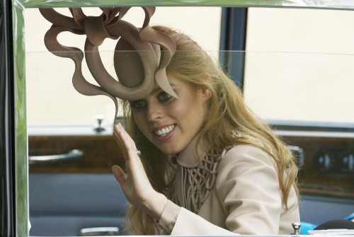 "today:   Princess Beatrice to auction off royal wedding fascinator  ""She's putting it up on eBay to auction it for UNICEF and for children in crisis.""  MUST. OWN. THIS."
