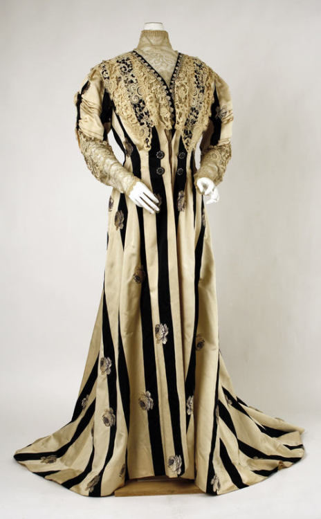 A circa 1900 black and white striped tea gown, what Victorian ladies would wear for a lazy afternoon at home.