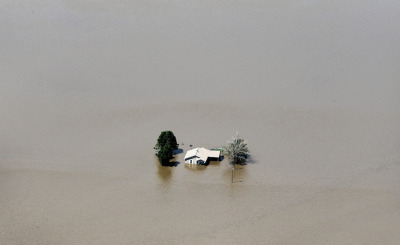 theatlantic:  Mississippi Flooding The Mississippi River crested in Memphis at nearly 48 feet yesterday — not quite surpassing its all-time record set in 1937, but still soaking low-lying areas with enough water to require a massive cleanup. The upper Mississippi basin has been experiencing near-record flooding for weeks now. Across Missouri, Illinois, Kentucky, and Arkansas, heavy rains have left the ground saturated and rivers swollen. At the same time as recovery begins in Memphis, residents of Louisiana are working to prepare themselves for the massive amounts of water heading their way — experts estimate that as many as three million acres may become submerged in the next few days. See more photos at In Focus [Scott Olson/Getty Images]