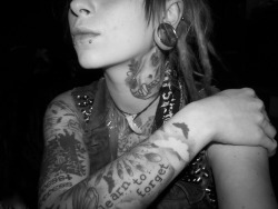 free—birds:  melankoliaxx:  the neck tattoo! oh yeah  ♥ ♥ ♥