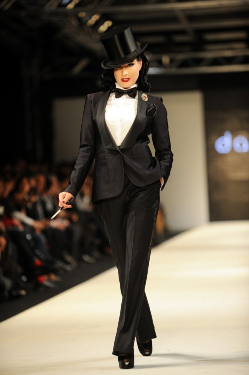 strawberreli:  Dita Von Teese | Damat Fashion Show | 2011