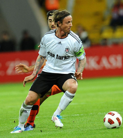Guti has confirmed that he'll be staying with Besiktas next year, so I'm happy!