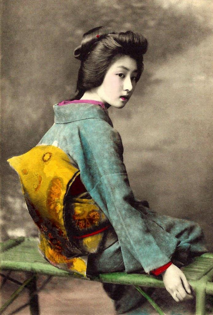 The Geisha HAWARYU — A Meiji-era Beauty from OLD JAPAN Here
