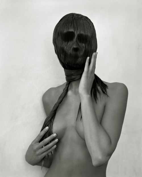 ridiculouslybeautiful:  Spooky and Beautiful © Herb Ritts