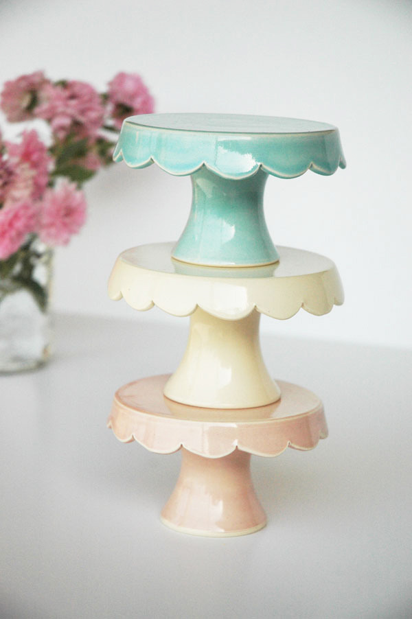 (via pen n' paper flowers: find | cupcake stands by Jeanette Zeis Ceramics)
