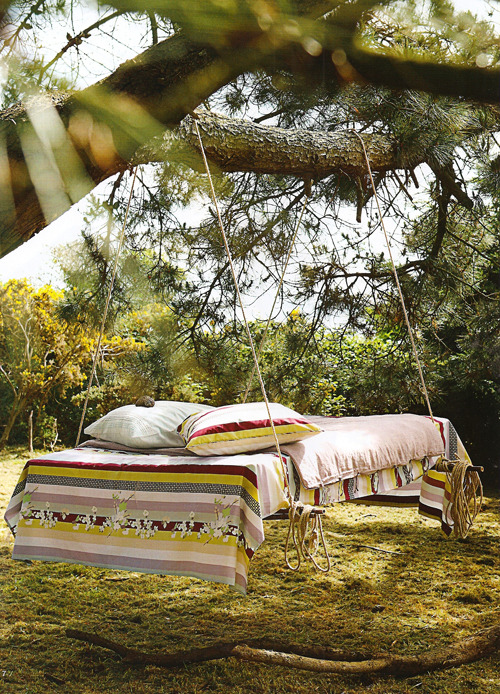ninbra:  Outdoor daybed.
