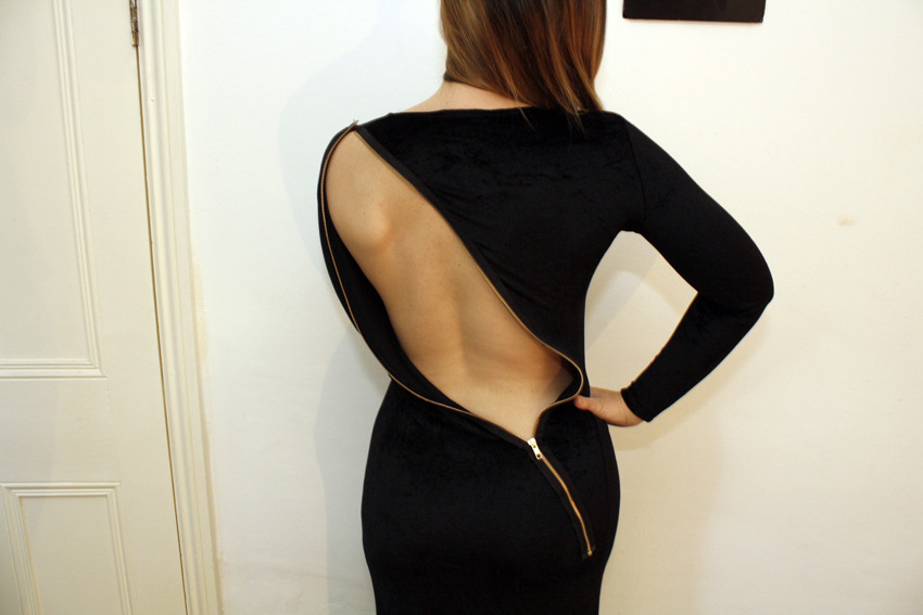 Backless Zipper Dress | I Am Vintage Lover I would never be able to carry this off, but if you're the kind of person who can wear backless dresses with style, how could you go past this for your Saturday night out outfit! And if you get cold at the end of the night just zip it up!