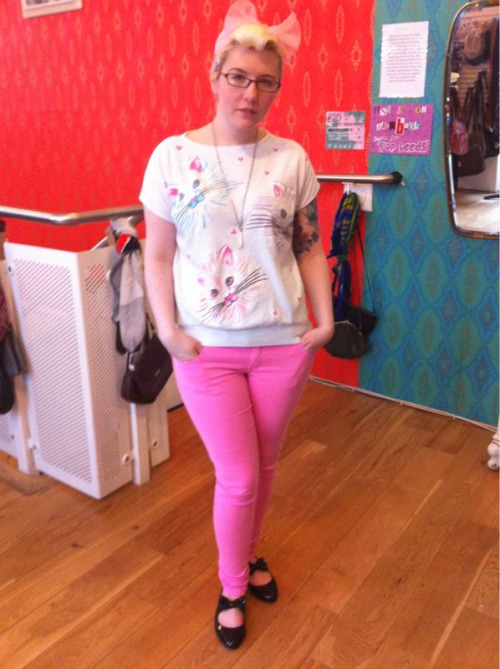Wearing: vintage kitten t shirt, new pink jeans, bone necklace and office pumps.  Hair: turban style pink scarf and roll fringe  Feeling: all cutesy pastel!! I feel like a teenager in this outfit!  I love pastel colours and desperately want more sugary sweet shades in my wardrobe!