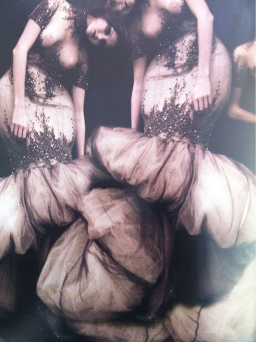 nikasoro:  3 WITCHES by McQUEEN