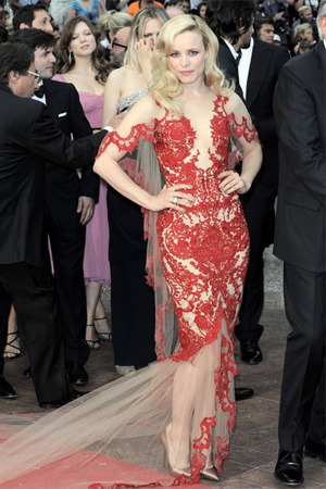 Rachel McAdams stunning in Marchesa (via The Fashion Spot)