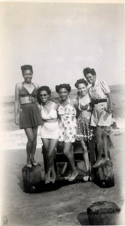 "wehadfacesthen:  via vintageblack2: ""Beach Besties"", 1947  [The Beach House Album, 1946-49]  ©WaheedPhotoArchive, 2011"