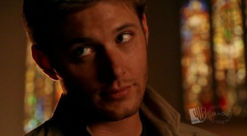 Dean Winchester makes asking someone to trust you with only an expression look good. Photo (c) LoyalFans.Net, 2004. No reprints or reproductions without written permission.