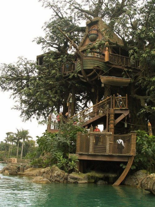 imaginaryenemy-:  'Treehouse by the lake'…. so much want