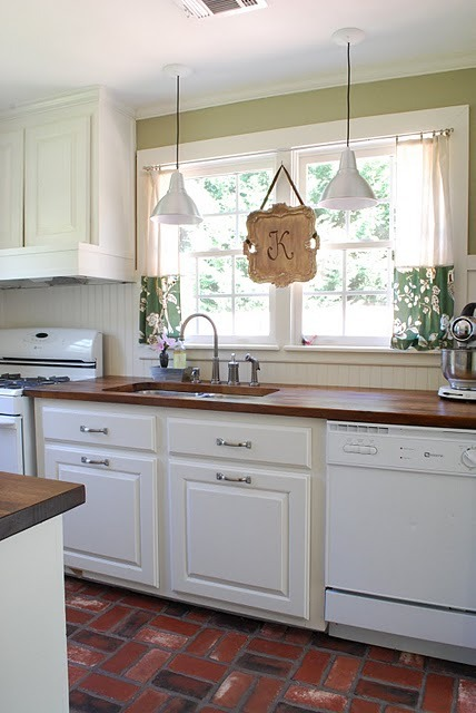 homeandhearth:  A Galley Kitchen Gets a Makeover & More Blogspiration (via gardenviewcottage)   The countertop is gorgeous.