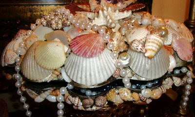 http://www.etsy.com/listing/12753271/the-glam-clam