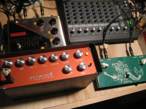grendel drone commander in action with electro-harmonix memory man, little lanilei spring reverb.