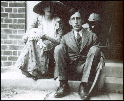thebloomsburygroup:  Leonard and Virginia Woolf, 1912.