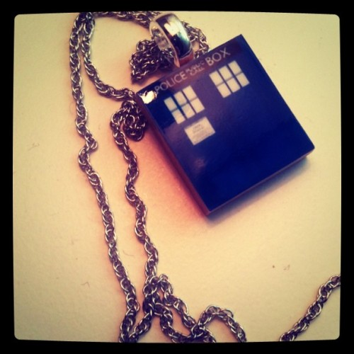 chantduvoyageur:  TARDIS necklace.My nerdom is complete.