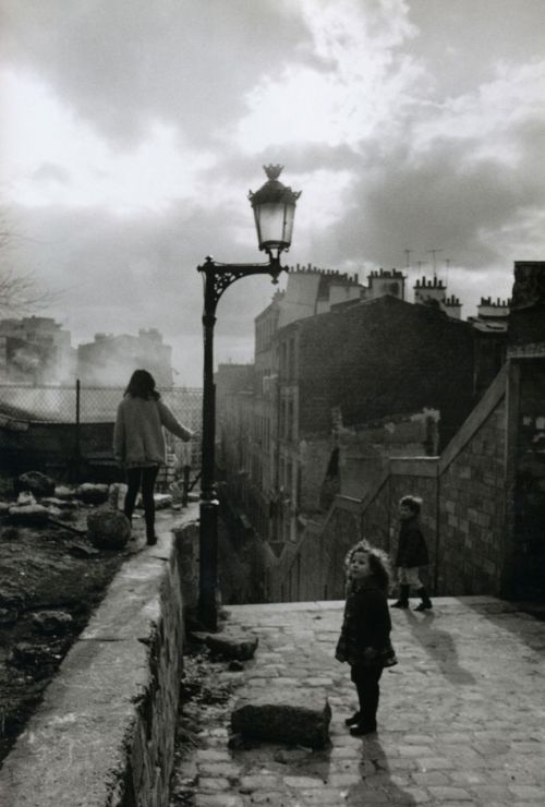 liquidnight:  Robert Doisneau Street Lamp on rue Vilin, 1969 From Paris