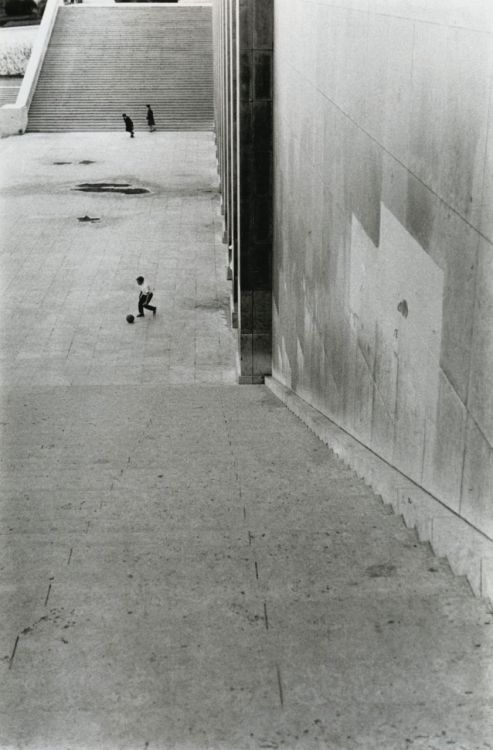 Louis Stettner Trocadéro Paris, 1959 From Louis Stettner: Wisdom Cries Out in the Streets via liquidnight