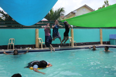 Jump shot! Nica → Me → Ate Jhona  Photo taken by: Ate Beth