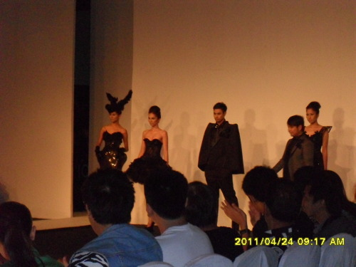 Bold in Black by Cherry Samuya Veric at the #philfashionweek. Another fierce package!