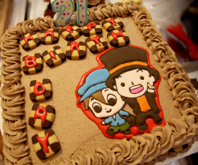 dreamyilia:  venicepearl:    Professor Layton Cake by ~KralleCakes  I'M 21 ;A; Sparkles can you make me layton cake for 22?  AAAAAAAAAAAAAAAAAAAA WANT WANT WANT