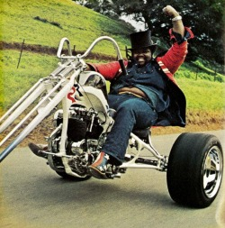 FUNKY BADASS MOTHER DRUMMER Buddy Miles on his badass Harley-Davidson chopper Read more…