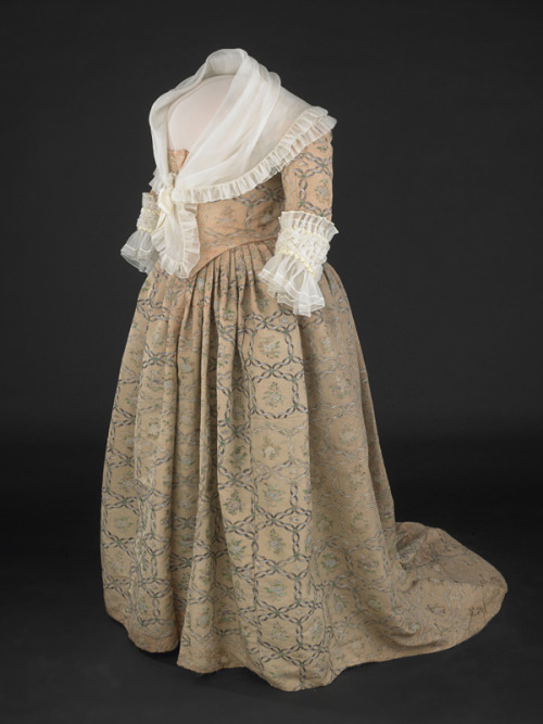 Dress worn by First Lady Martha Washington, early 1780's United States, Smithsonian Museum of American History